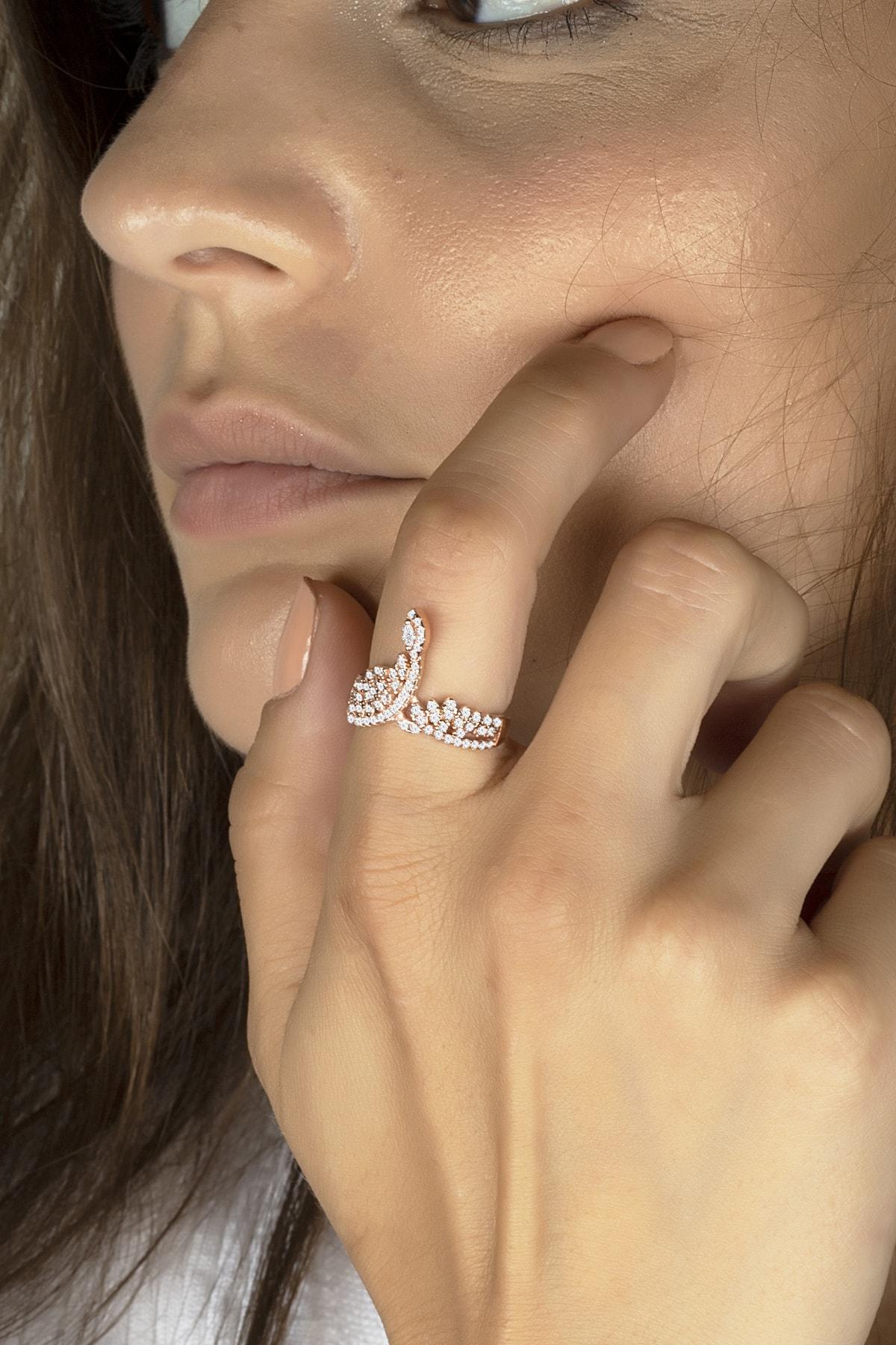 Else Silver Pırlanta Modeli Serpme Taşlı Gümüş Bayan Yüzüğü 1