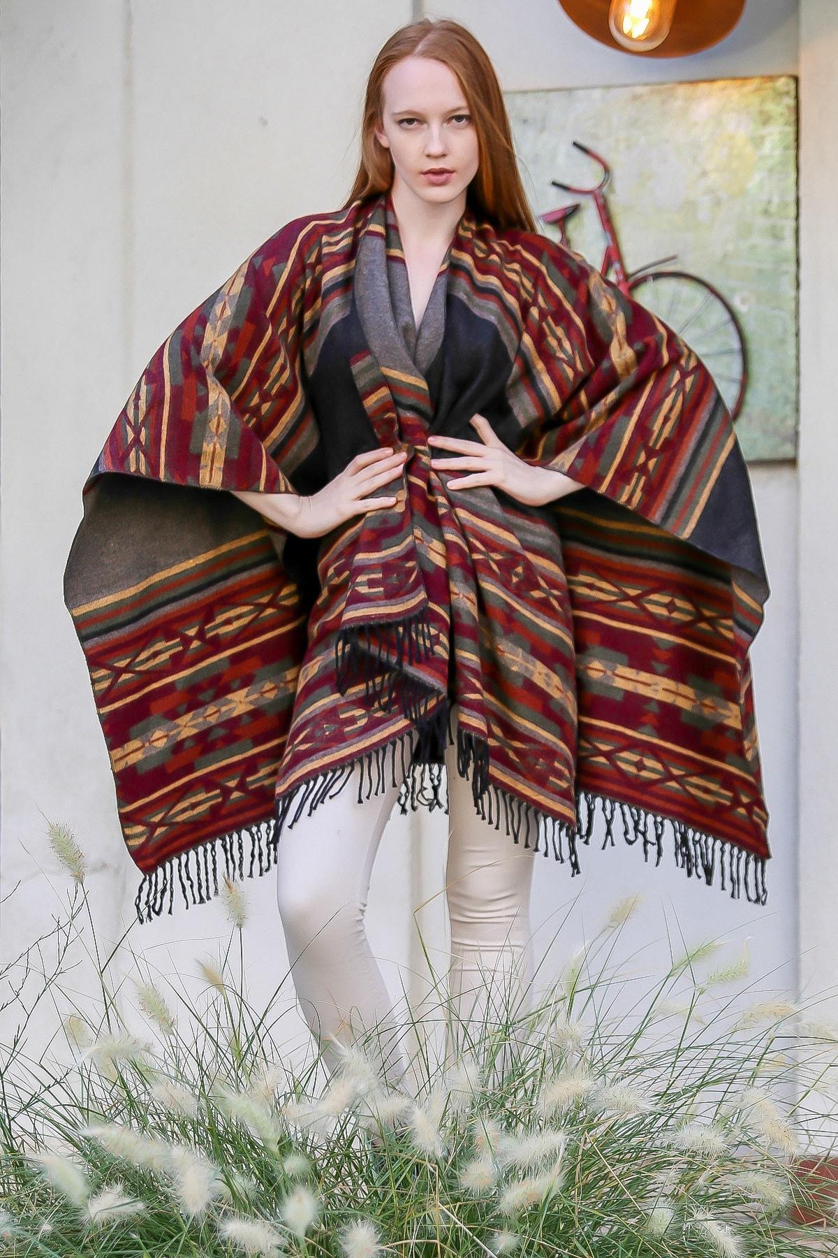 Chiccy Kadın Bordo Vintage tribal desenli önü açık saçaklı çift taraflı panço M10210500PA99962