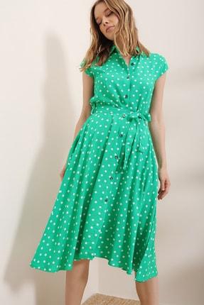 Trend Alaçatı Stili Kadın Yeşil Kısa Kol Beli Kemerli Puantiyeli Dokuma Elbise ALC-X6567