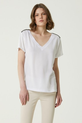 Network Kadın Basic Fit Beyaz V Yaka İşlemeli T-shirt 1079924