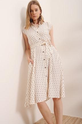 Trend Alaçatı Stili Kadın Bej Kısa Kol Beli Kemerli Puantiyeli Dokuma Elbise ALC-X6567