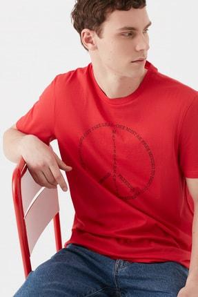 Mavi One Must Be Free Baskılı Kırmızı Tişört