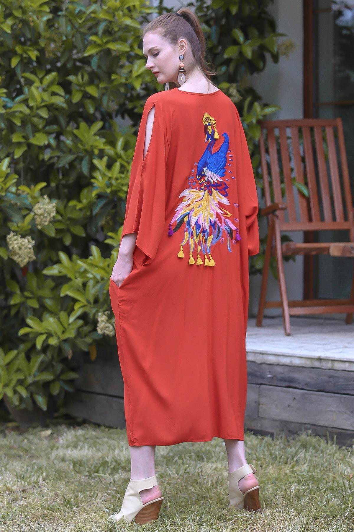 Chiccy Kadın Kiremit Sırtı Dev Tavus Kuşu Nakışlı Düğmeli Omuzları Pencereli Elbise M10160000EL94806