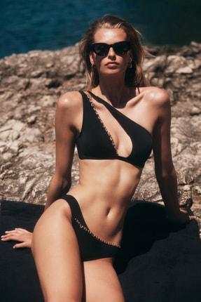 TRENDYOLMİLLA MOEVA X Trendyolmilla Siyah Zincir Detaylı Bikini Takımı TBESS21BT0053