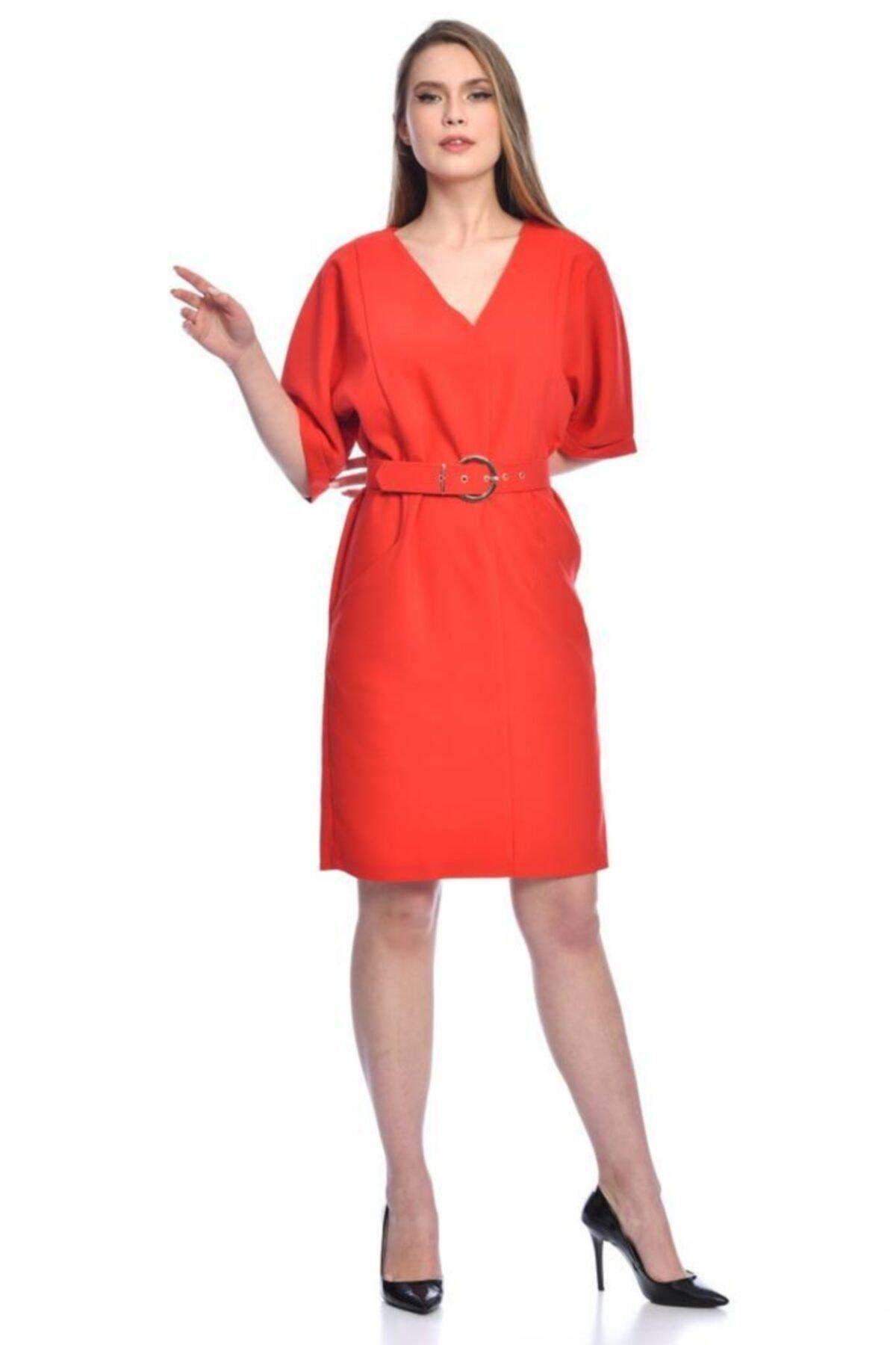 Modkofoni Kısa Kollu V Yaka Yandan Cepli Tokalı Ve Kemerli Kırmızı Elbise 2
