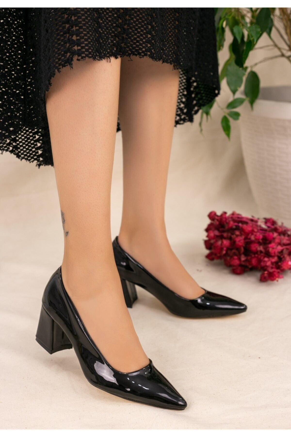 karazona Kadın Siyah Rugan Topuklu Ayakkabı 1