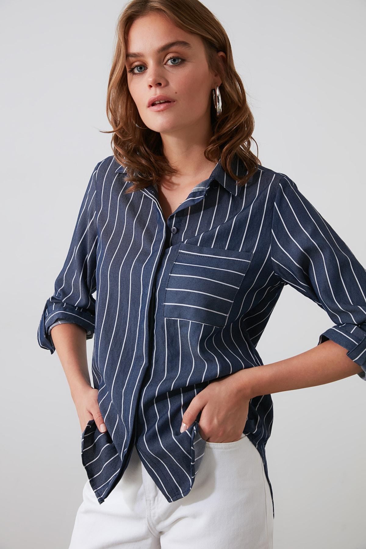 TRENDYOLMİLLA Lacivert Cep Detaylı Gömlek TWOSS19ST0062 2