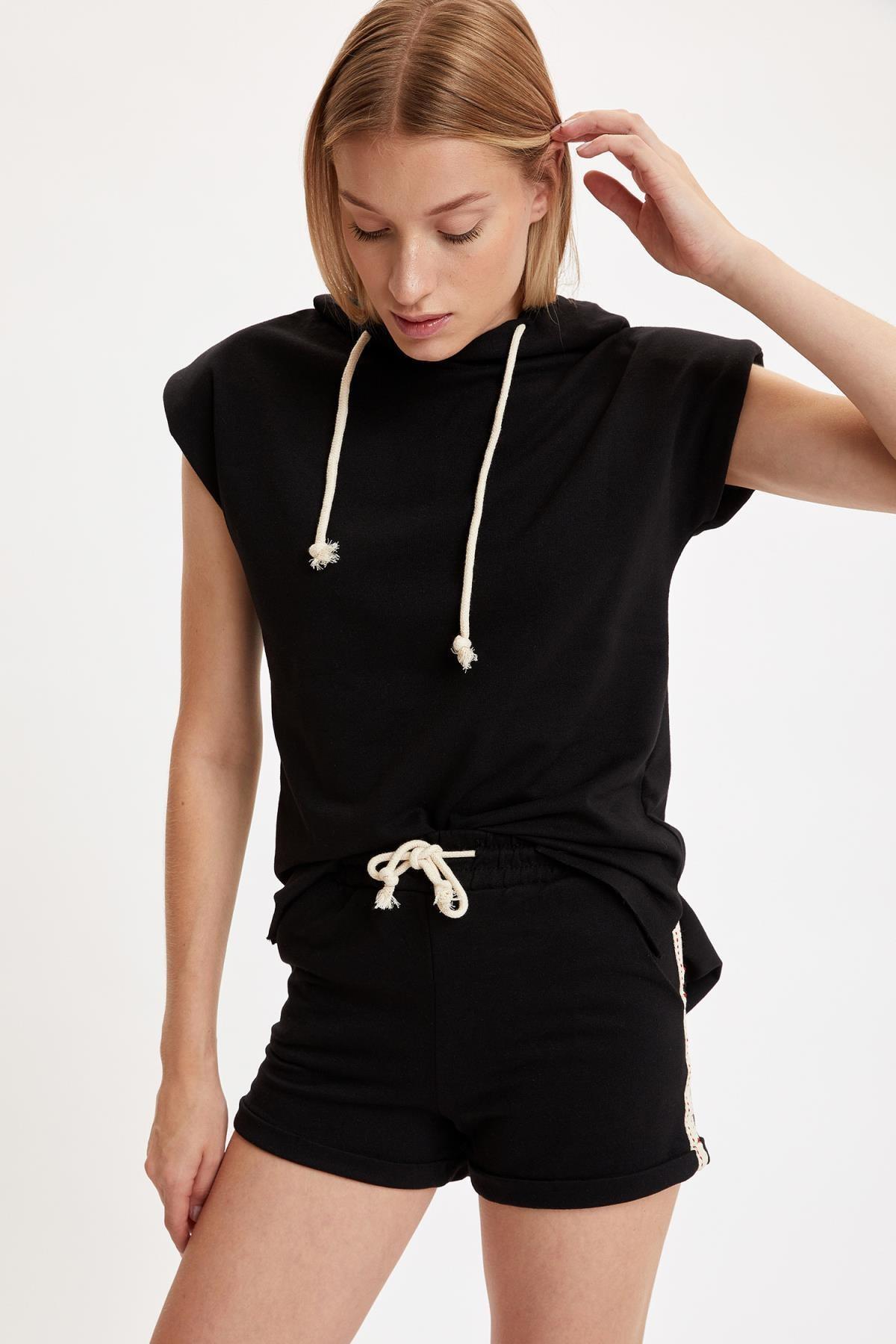 DeFacto Kadın Black Red Relax Fit Örme Kolsuz Tişört Ve Mini Şort Takım S8973AZ20HS