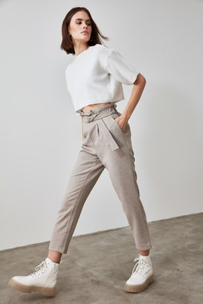 TRENDYOLMİLLA Gri Bağlama Detaylı Pantolon TWOAW21PL0316