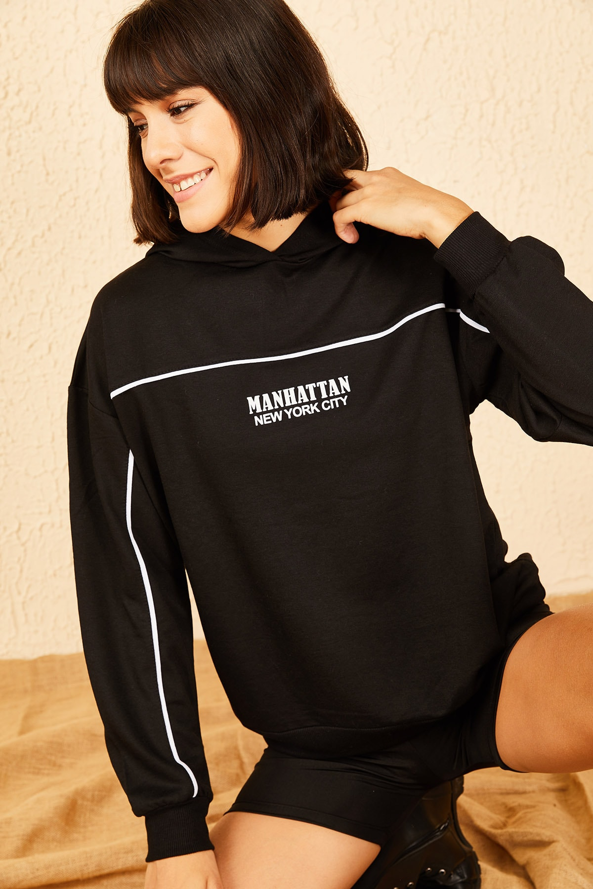 Bianco Lucci Kadın Siyah Kapüşonlu Manhattan Baskılı Sweatshirt 10141003