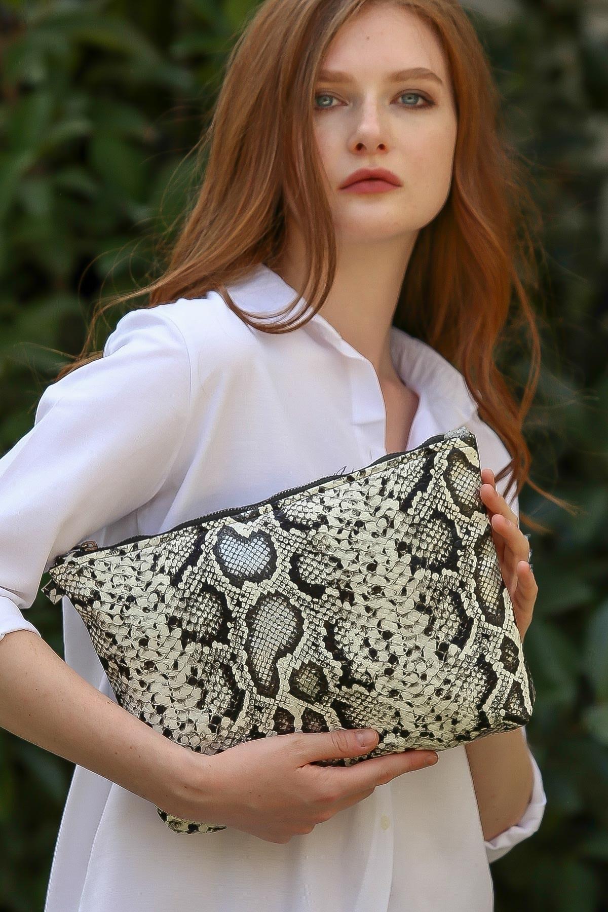 Chiccy Kadın Casual yılan desenli vegan clutch çanta C30090400CF97227 1
