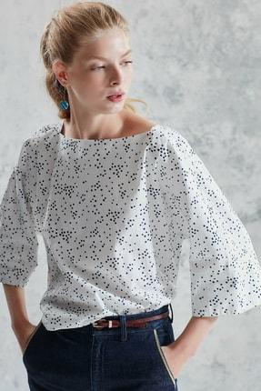 Yargıcı Kadın Beyaz Desenli Kayık Yaka Bluz 0KKGM6009X