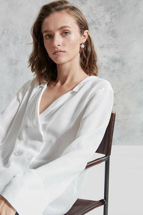 Yargıcı Kadın Kırık Beyaz Kruvaze Gömlek 0KKGM6054X