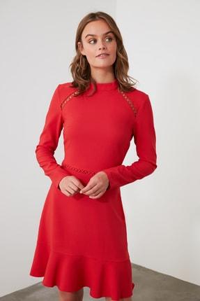 TRENDYOLMİLLA Kırmızı Dantel Detaylı Volanlı Elbise TWOAW21EL1892