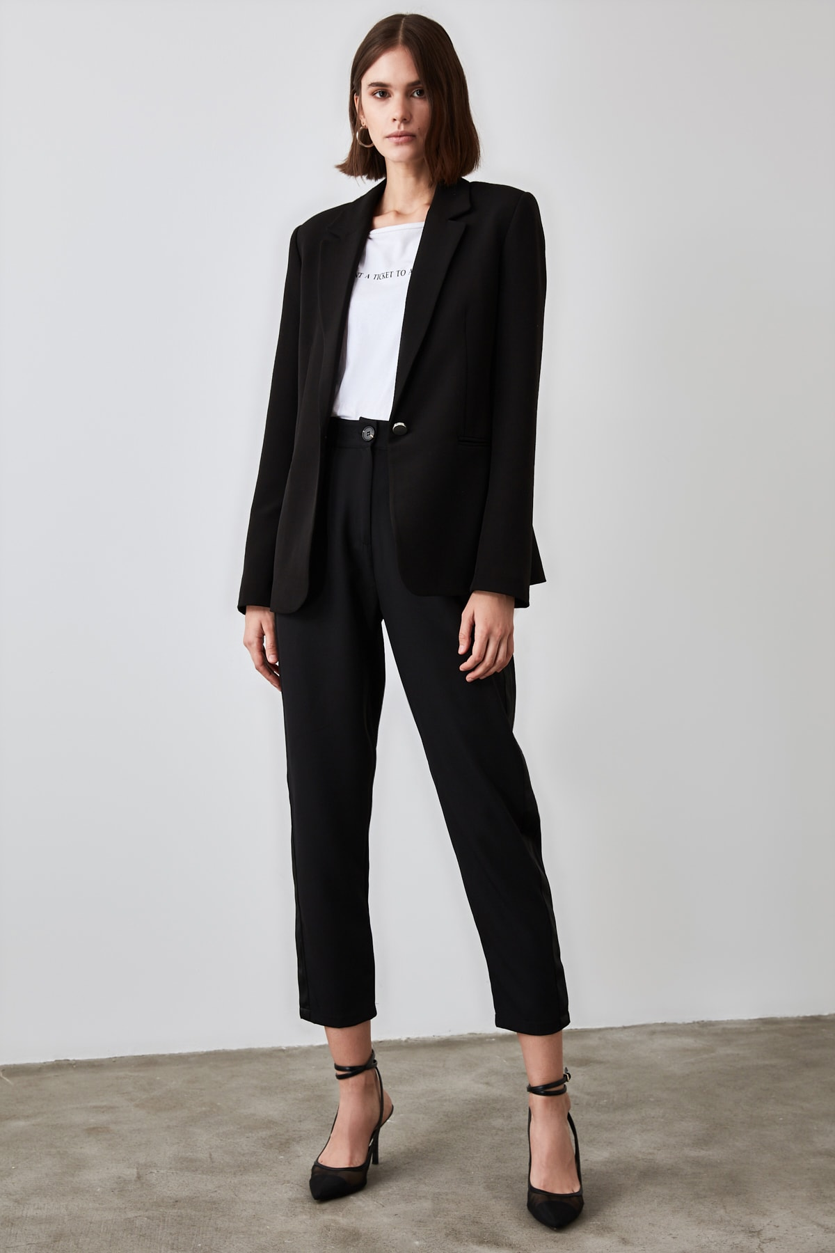 TRENDYOLMİLLA Siyah Basic Pantolon TWOAW21PL0296 1