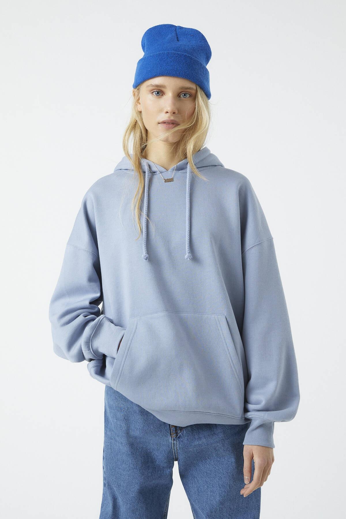 Pull & Bear Kadın Mavi Basic Oversize Kapüşonlu Sweatshirt 09594362