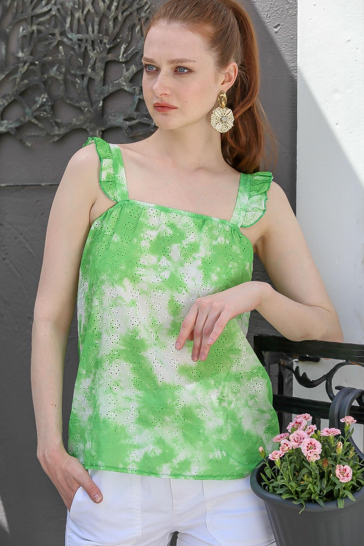 Chiccy Kadın Yeşil Fırfır Askılı Batik Desenli Fisto Dokuma Bluz M10010200Bl95194
