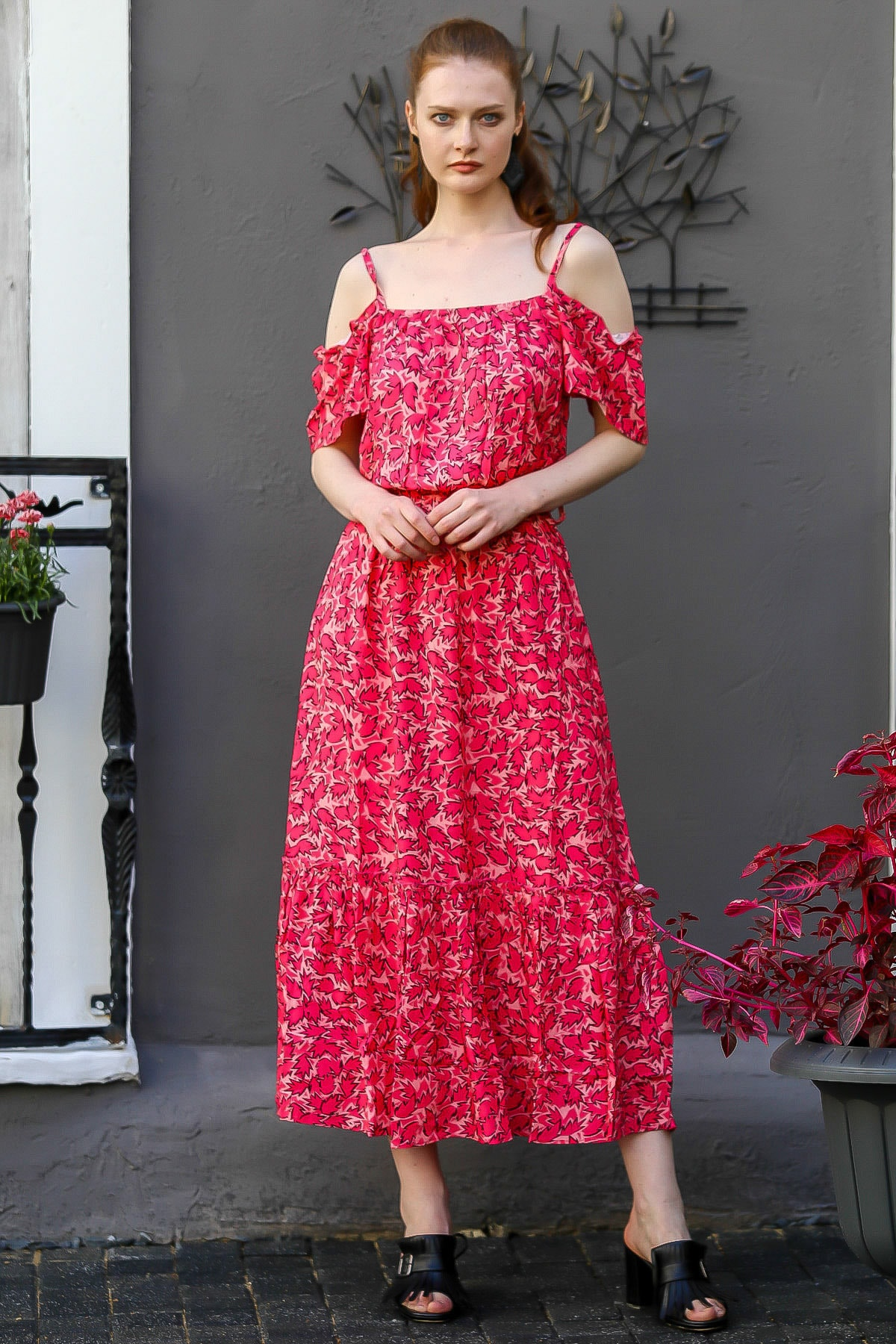 Chiccy Kadın Fuşya Madonna Yaka Askılı Yaprak Desenli Uzun Dokuma Elbise M10160000El94771
