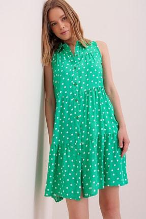 Trend Alaçatı Stili Kadın Yeşil Puantiyeli Volanlı Kolsuz Dokuma Elbise