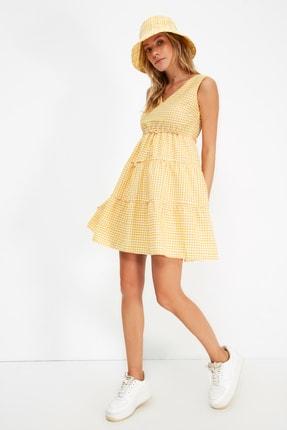 TRENDYOLMİLLA Sarı Kareli Elbise TWOSS21EL2743