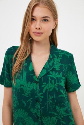 TRENDYOLMİLLA Yeşil Tropikal Desenli Dokuma Pijama Takımı THMSS21PT1032
