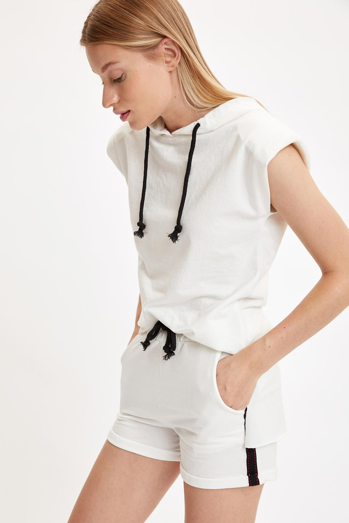 DeFacto Relax Fit Örme Kolsuz Tişört Ve Mini Şort Takım