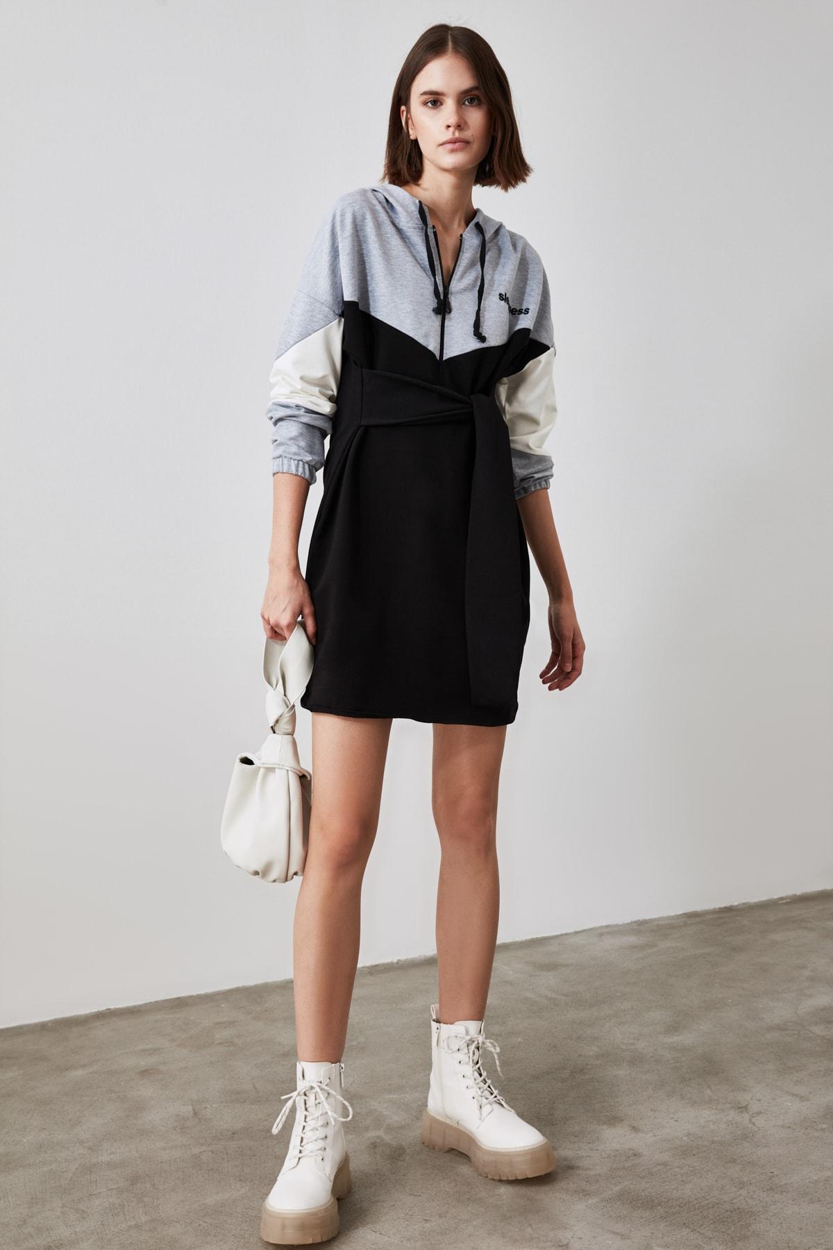 TRENDYOLMİLLA Siyah Bağlama Detaylı Örme Sweatshirt Elbise TWOAW21SW0540 1