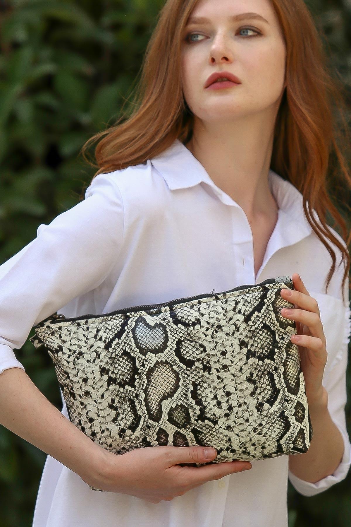 Chiccy Kadın Casual yılan desenli vegan clutch çanta C30090400CF97227 2