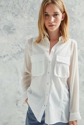 Yargıcı Kadın Kırık Beyaz Cep Detaylı Gömlek 0KKGM6048X