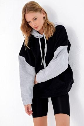 Trend Alaçatı Stili Kadın Siyah Şardonlu Renk Bloklu Oversıze Kapşonlu Sweatsıhrt ALC-X4977