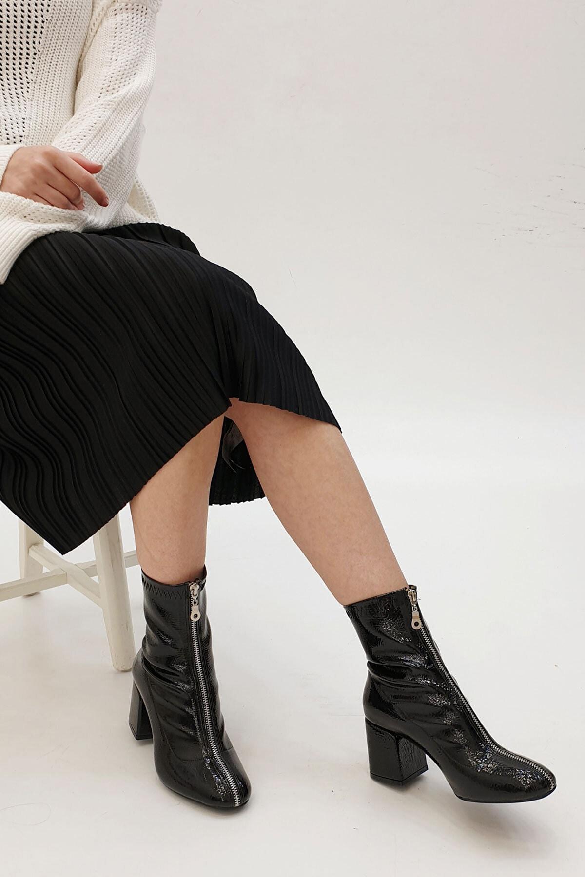 Marjin Kadın Siyah Rugan Miven Topuklu Bot       19K0022AS415 1