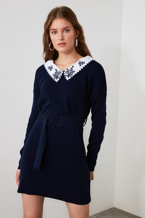 TRENDYOLMİLLA Lacivert Dokuma Yaka Detaylı Kemerli Triko Elbise TWOAW21EL0973