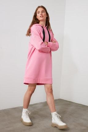 TRENDYOLMİLLA Pembe Kapüşonlu Örme Sweat Elbise TWOAW21EL0234