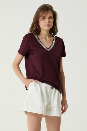 Network Kadın Basic Fit Bordo Yakası Varak Baskılı T-shirt 1079927