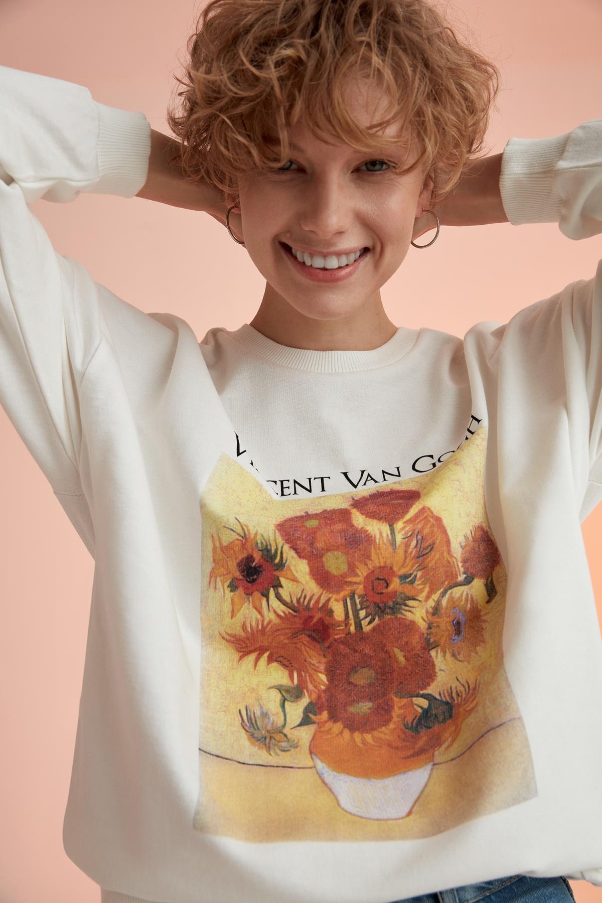 DeFacto Kadın Ekru Vincent Van Gogh Lisanslı Relax Fit Sweatshirt