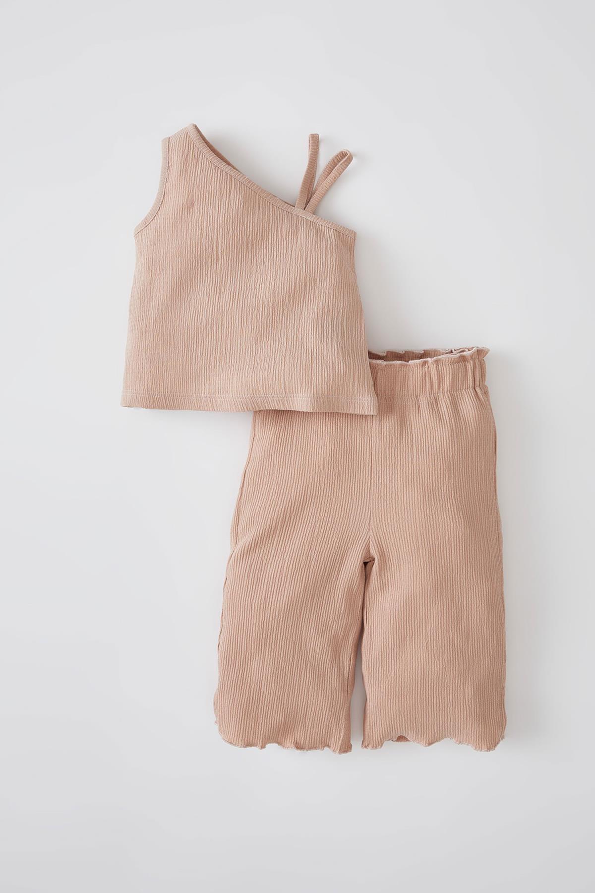 DeFacto Kahverengi Kız Bebek Tek Omuzlu Dokulu Bluz Ve Pantolon Takımı V8088A221HS