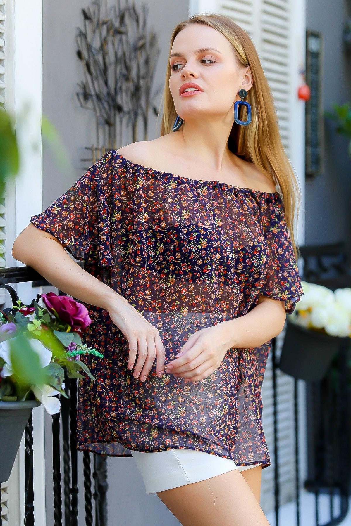 Chiccy Kadın Lacivert Carmen Yaka Büzgülü Çıtır Çiçek Desenli Salaş Şifon Bluz M10010200BL95102