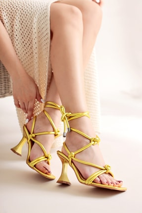 Limoya Sarı Metalik Bilekten Bağlamalı Yüksek Topuklu Sandalet
