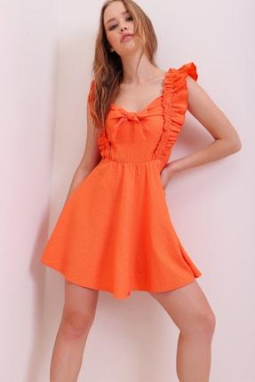 Trend Alaçatı Stili Kadın Turuncu Fırfır Detaylı Önü Bağcıklı Beli Gipeli Örme Mini Elbise ALC-X6843