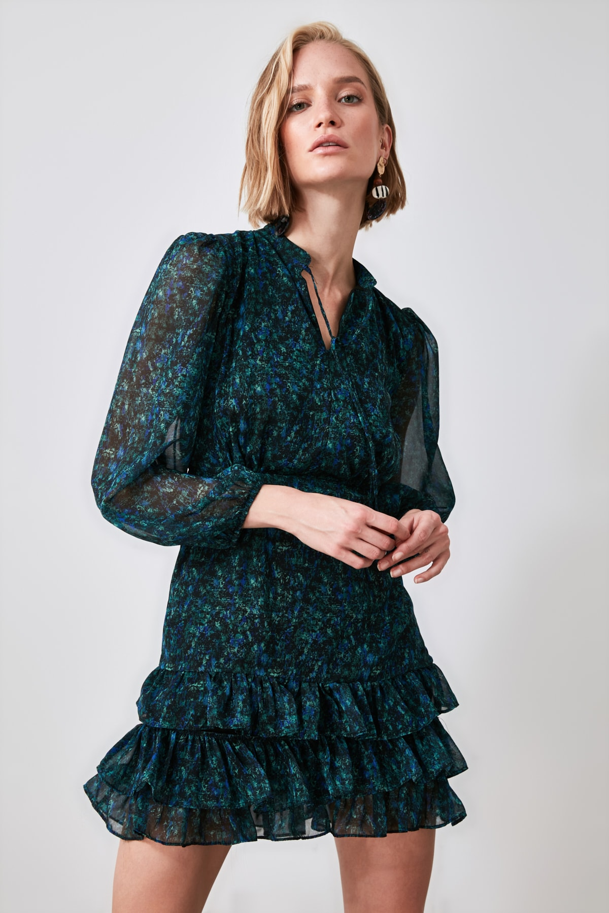 TRENDYOLMİLLA Yeşil Desenli Volanlı Elbise TWOAW21EL1442 1