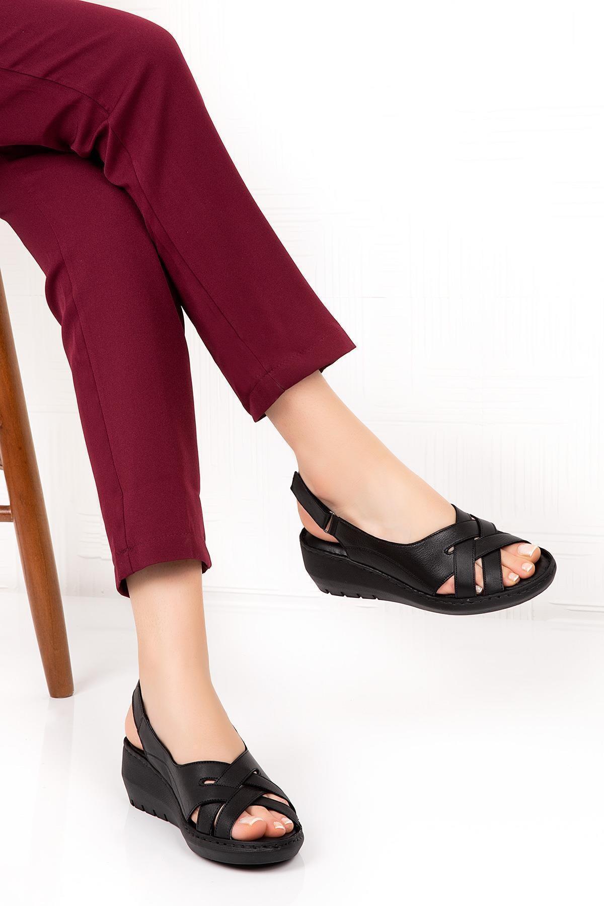 Bellacomfort Shoes Kadın  Siyah Hakiki Deri Dolgu Topuk  Sandalet 1