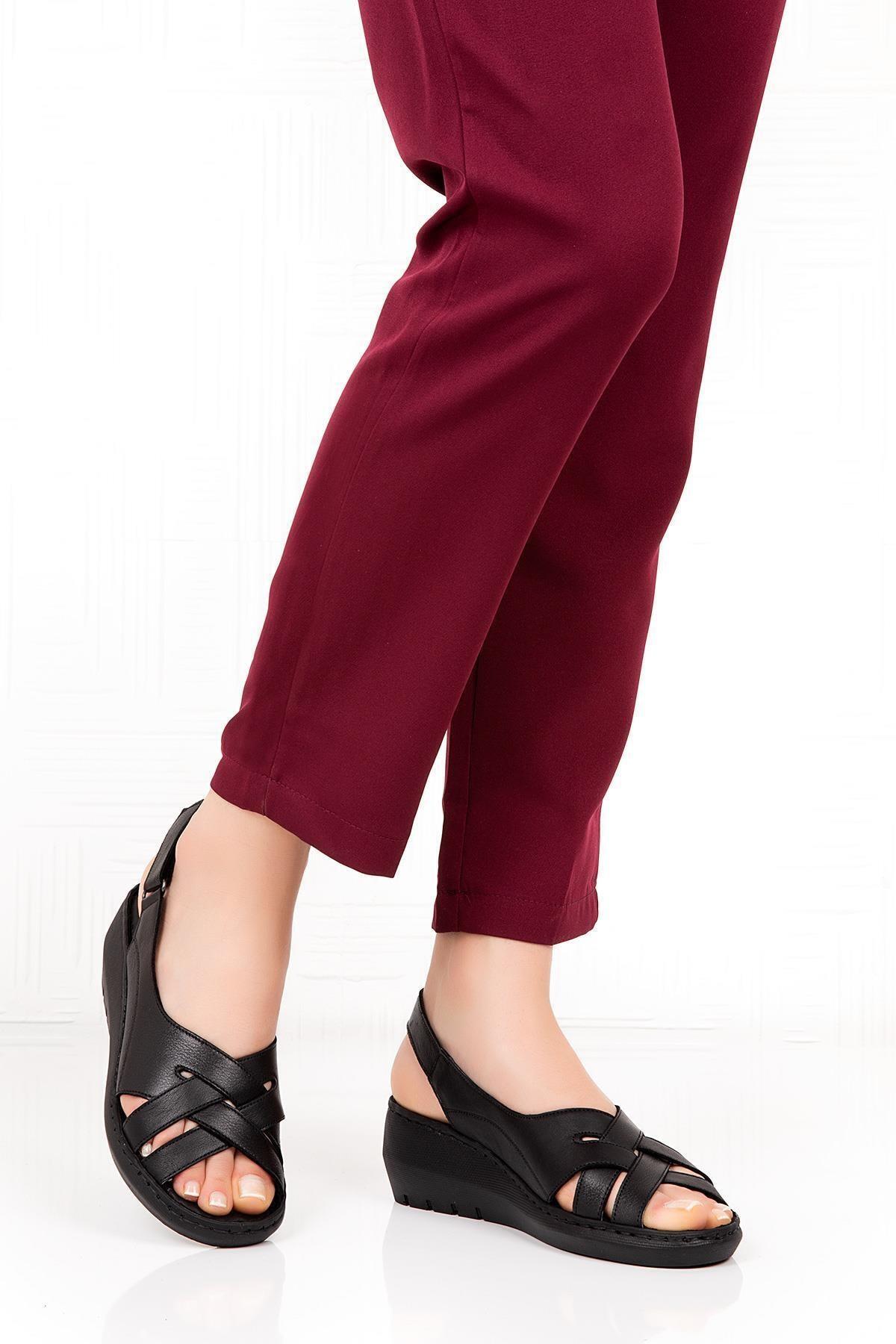 Bellacomfort Shoes Kadın  Siyah Hakiki Deri Dolgu Topuk  Sandalet 2