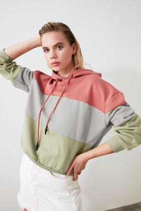 TRENDYOLMİLLA Pembe Renk Bloklu Kapüşonlu Basic Örme Sweatshirt TWOAW20SW0792