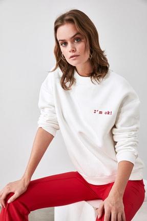 TRENDYOLMİLLA Ekru Nakışlı Basic Örme Sweatshirt TWOAW21SW1061