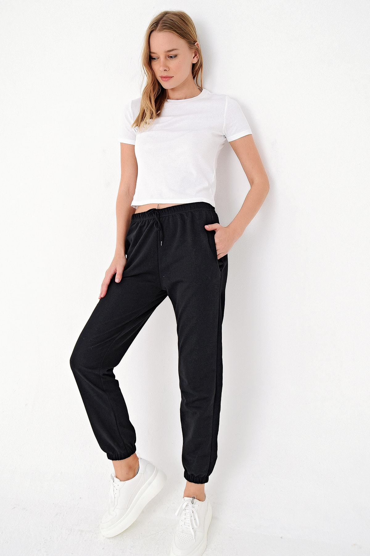 Trend Alaçatı Stili Kadın Siyah Paçası Lastikli İki İplik Eşofman Altı ALC-Y2933 2