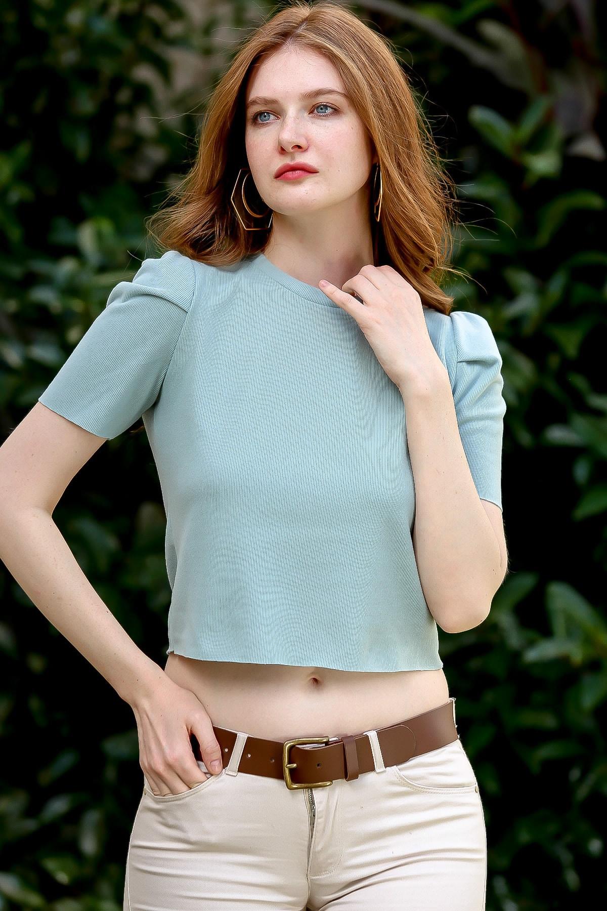 Chiccy Kadın Nil Yeşili Vintage Omuzları Büzgü Dikişli Crop Bluz M10010200BL95914