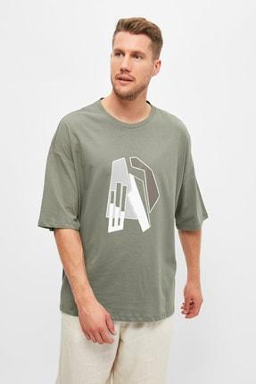 TRENDYOL MAN Haki Erkek Kısa Kollu Oversize Fit Baskılı T-Shirt TMNSS21TS1075