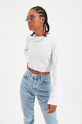 TRENDYOLMİLLA Beyaz Loose Crop Örme T-Shirt TWOAW22TS0042
