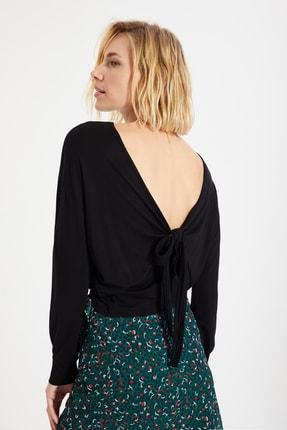 TRENDYOLMİLLA Siyah Basic Sırt Dekolteli Bağlama Detaylı Örme Bluz TWOAW22BZ0240