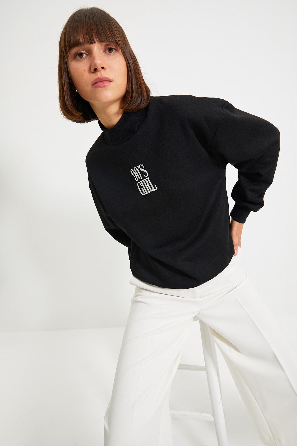 TRENDYOLMİLLA Siyah Nakışlı Basic Örme Sweatshirt TWOAW21SW0019 1